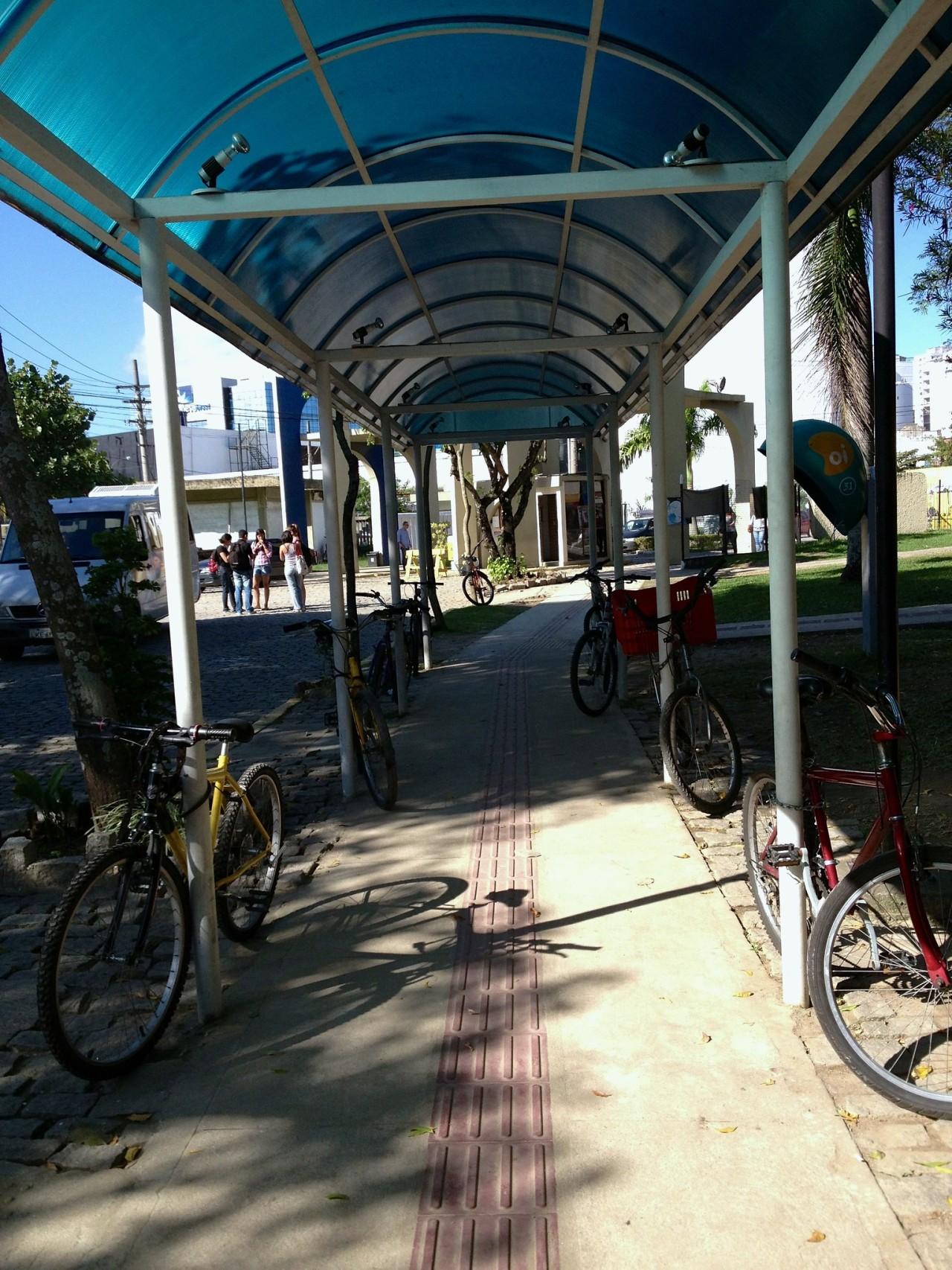 Bicicletas sem porto no campusGragoatá